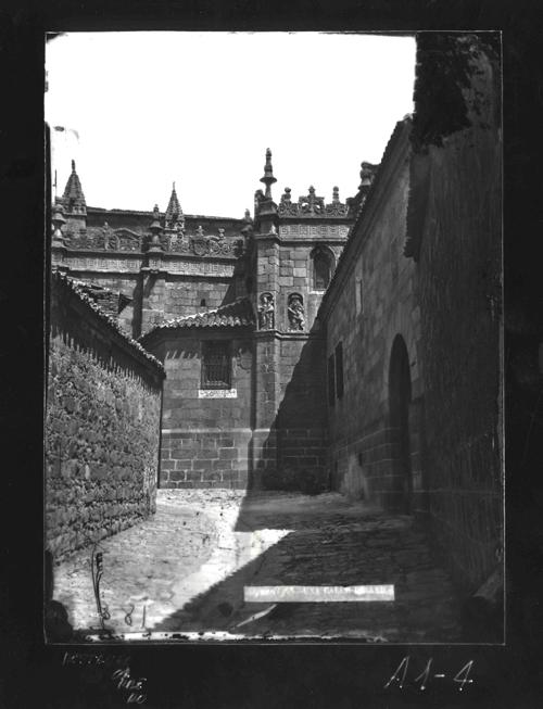 A1-4 Calle de la Cruz, adyacente a la Catedral