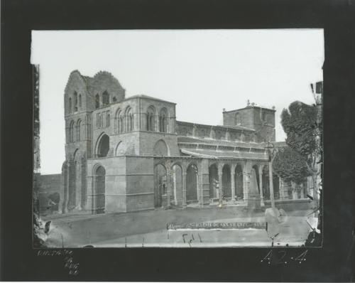 A2-4 Iglesia de San Vicente. Vista lateral desde el S.