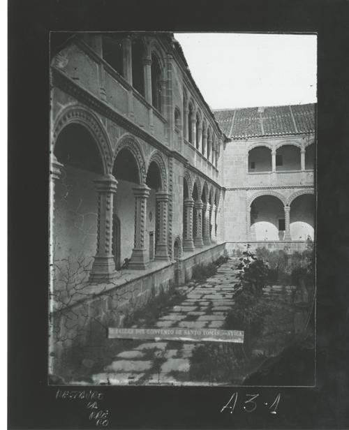 A3-1 Convento de Sto. Tomás. Claustro o Patio de Reyes