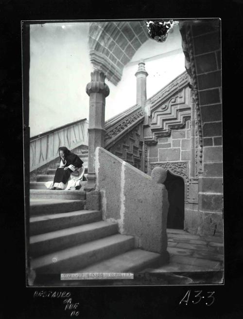 A3-3 Convento de Santo Tomás. Escalera y monje