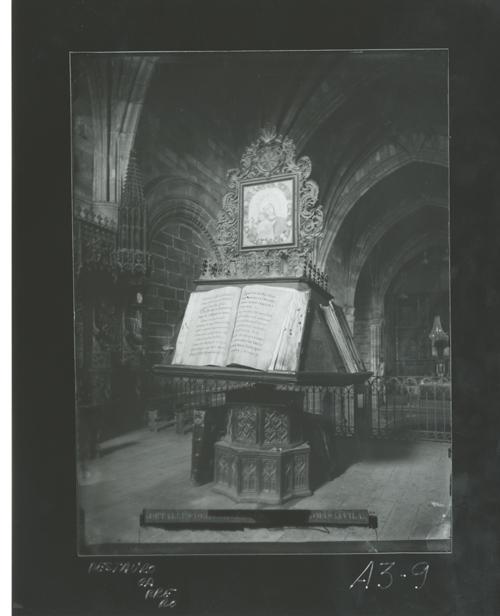 A3-9 Convento de Santo Tomás. Facistol del coro