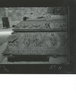 A3-11 Sto. Tomás. Lateral izquierdo del sepulcro de D. Juan