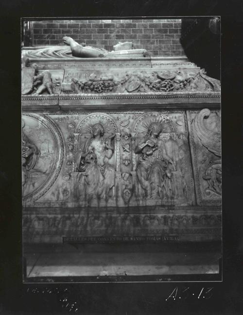A3-13 Santo Tomás. Detalle del sepulcro de D. Juan