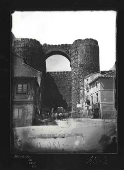 A5-2 Puerta de muralla llamada del Alcázar y casas adosadas