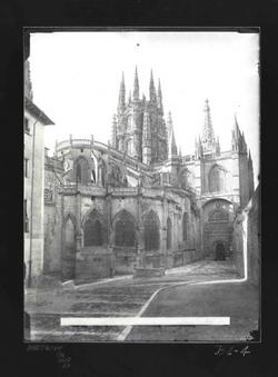 B1-4 Catedral. Vista de la girola y Puerta de la Pellejería