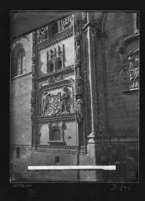 B1-6 Catedral. Muro exterior Capilla del Condestable.Detalle