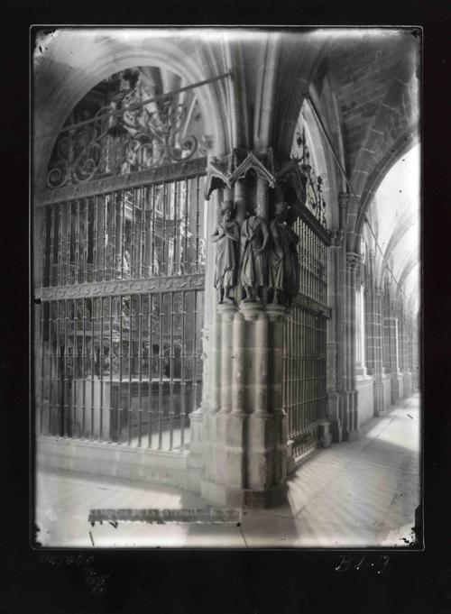 B1-9 Catedral. Detalle de uno de los pilares del Claustro