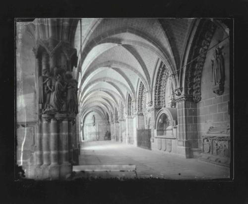 B1-10 Catedral. Claustro
