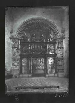 B1-13 Catedral. Puerta y reja de la Capilla del Condestable