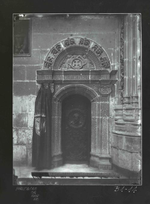B1-14 Catedral. Puerta en el interior de Capilla Condestable