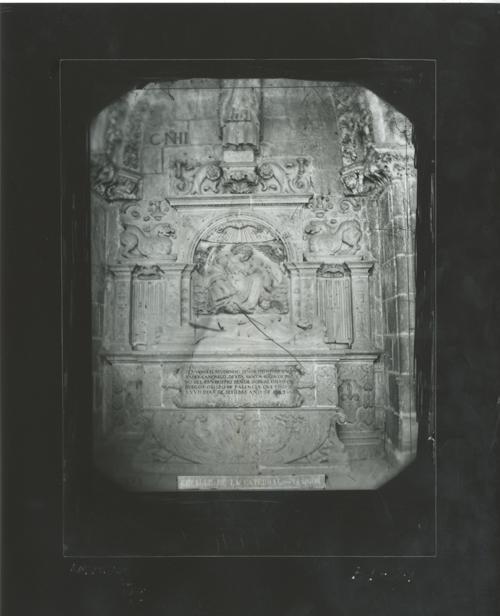 B1-21 Catedral. Detalle sepulcro canónigo Diego de Santander