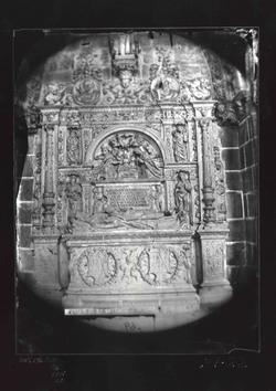 B1-22 Catedral. Sepulcro del canónigo  Gaspar de Iglesias