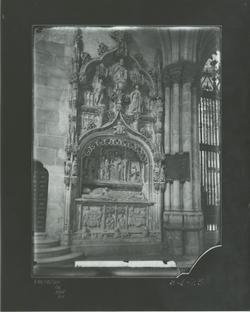 B1-23 Catedral. Sepulcro canónigo Pedro Fdez. de Villegas