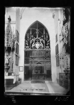 B1-25 Catedral. Interior de capilla y reja renacentista