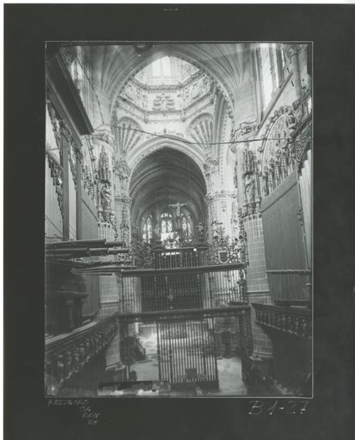 B1-27 Catedral. Nave central y reja del Coro