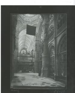 B1-28 Catedral. Nave central y Coro desde el Altar Mayor