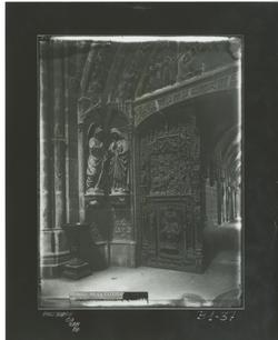 B1-37 Catedral. Jamba puerta de la Anuciación del Claustro