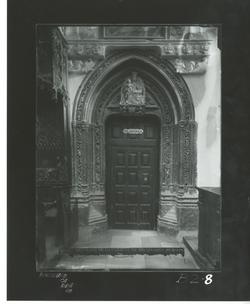 B2-8 Cartuja de Miraflores. Portada gótica