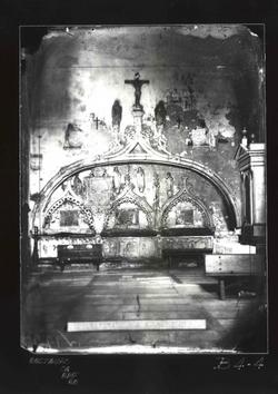 B4-4 Parroquia de San Nicolás. Sepulcros en el interior