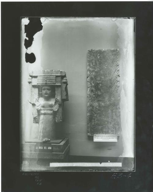 E3-4 Diosa del agua y relieve del templo de Chavín - Perú-