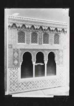 E3-14 Ventanal decorado de yesería, estilo granadino s.XIV