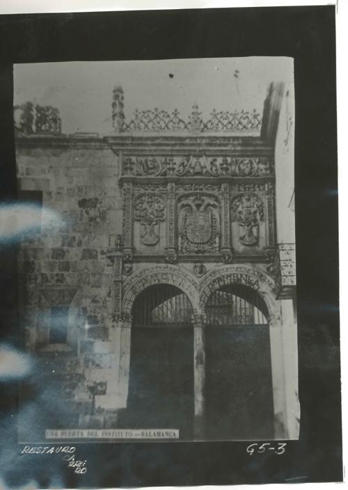 G5-3 Puerta del Instituto ( Universidad)