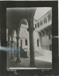 G5-10 Patio y escalera del Palacio de la Salina(Diputación