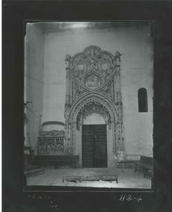 H2-4 El Parral. Portada interior gótica, junto al sepulcro