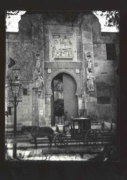 I1-1 Catedral.Puerta del Perdón, acceso al pat. de Naranjos