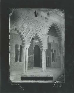 I2-5 Alcazar. Vista lateral de la entrada al Salón de Embaj.