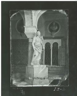 I3-2 Casa Pilatos. Estatua de la diosa Fortuna en el patio