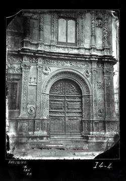 I4-4 Ayuntamiento. Puerta lateral d la fachada principal