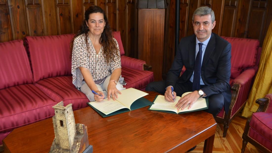 Álvaro Gutiérrez con la presidenta de Unicef Castilla-La Mancha, Asunción Díaz del Río