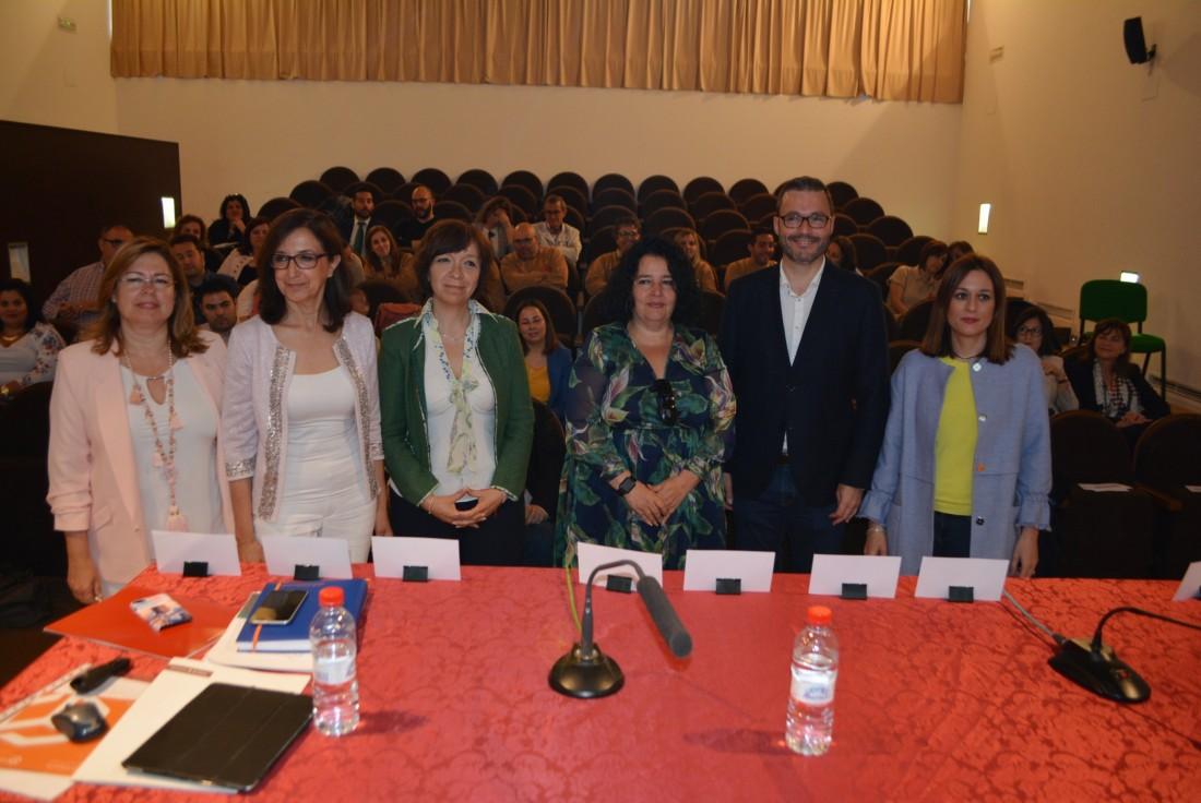 Ana Gómez con los ponente en la jornada