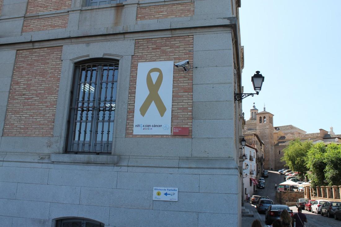 La Diputación de Toledo luce el lazo dorado en sensibilización sobre el cáncer infantil