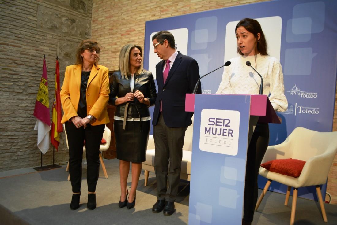 Alicia Martín en la foto de familia foro SER Mujer