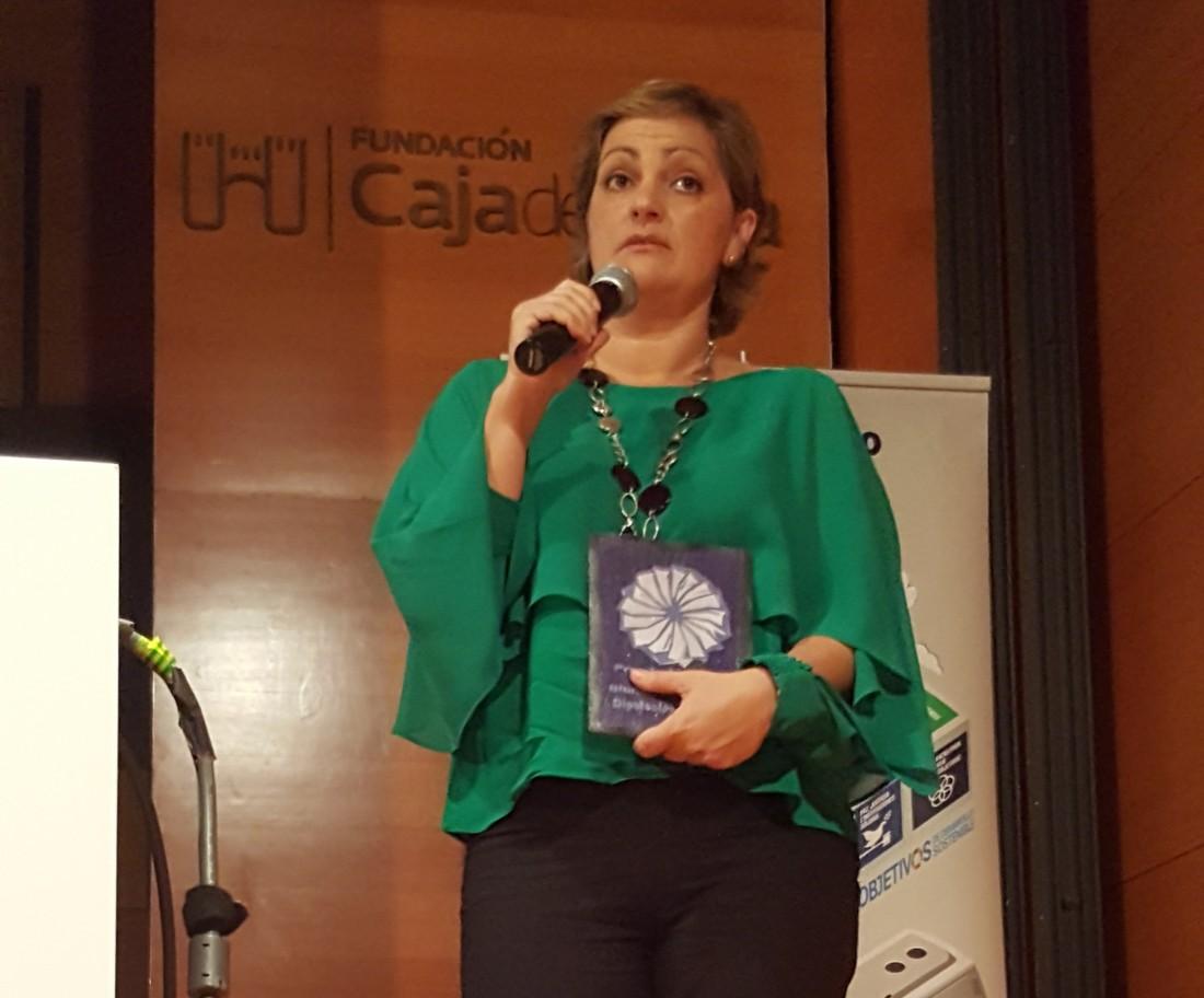 María Ángeles García y Ana Gómez con responsables de ACLEBIM