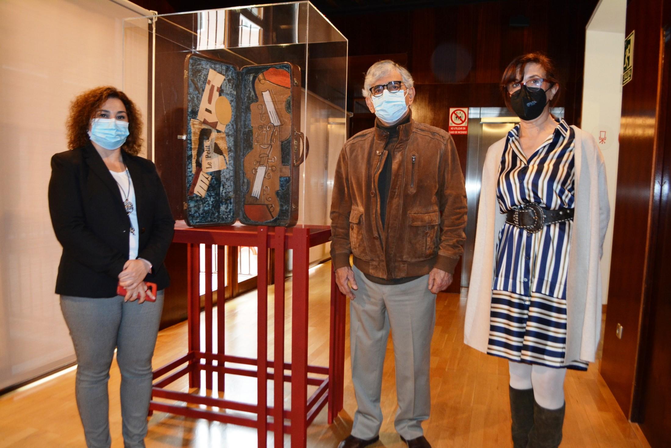 Ana Gómez y Cristina Cebas con Marcos Salazar
