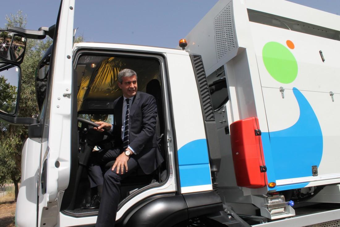 Álvaro Gutierrez en la presentación de la recogida de envases por carga lateral