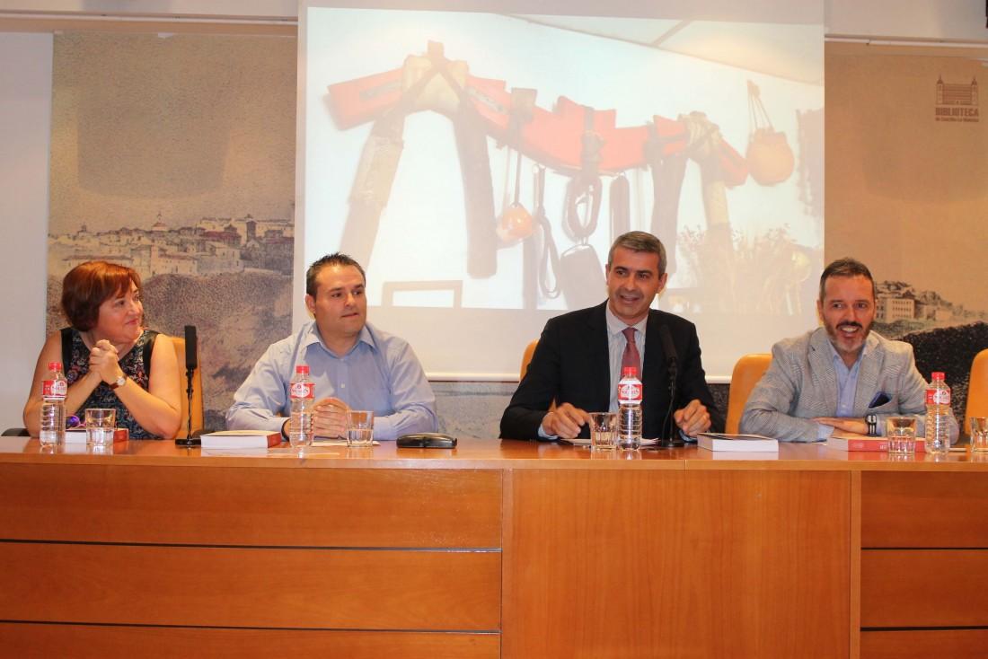 Álvaro Gutiérrez junto al alcalde de Yuncler, Luis Miguel Martín y el ex presidente Bono