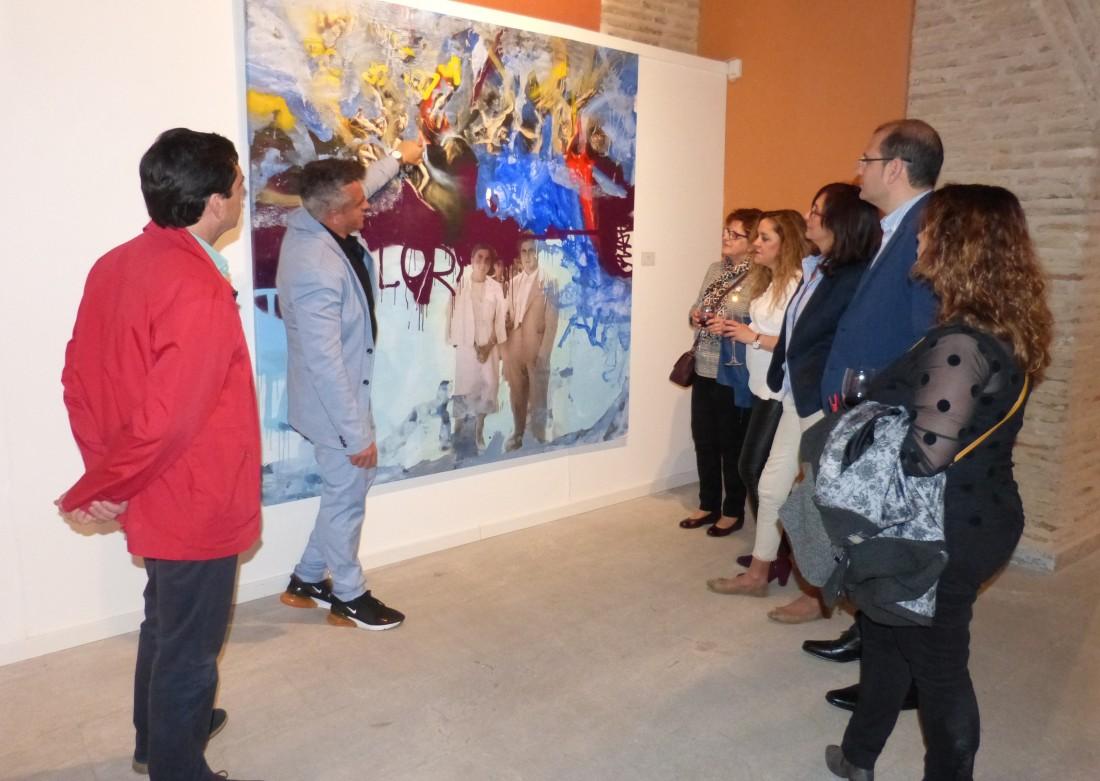 Baldo Limón explica sus pinturas