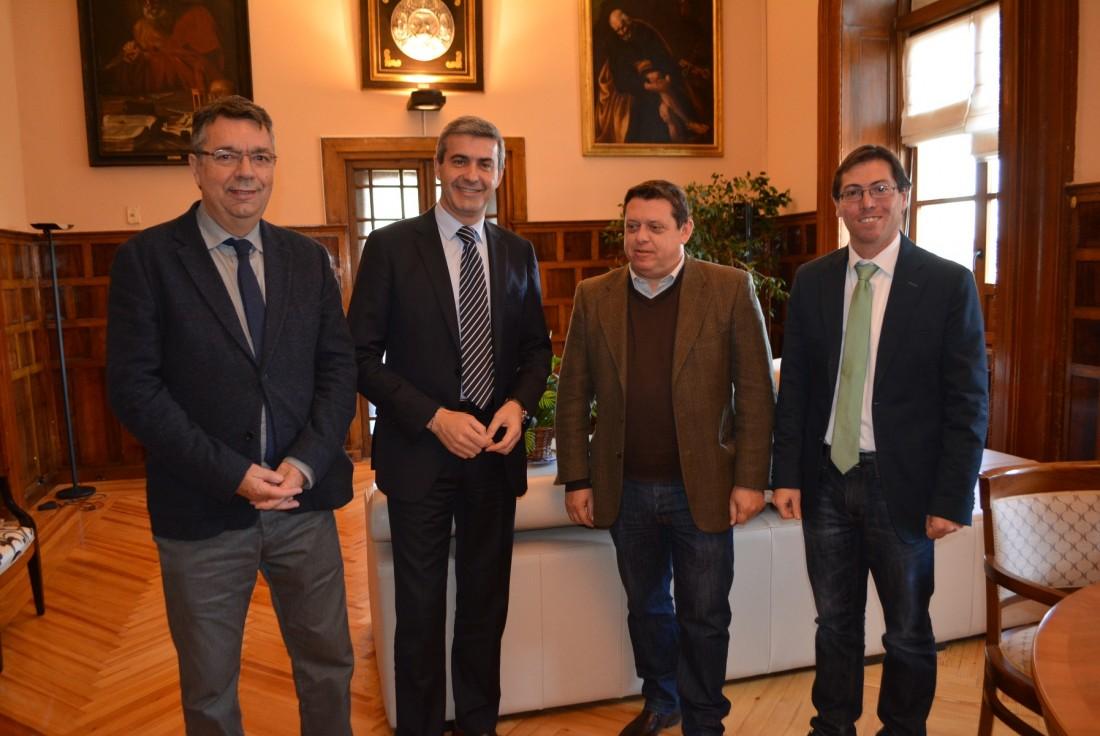 Álvaro Gutiérrez con los alcaldes de Bargas, Cobisa y Nambroca