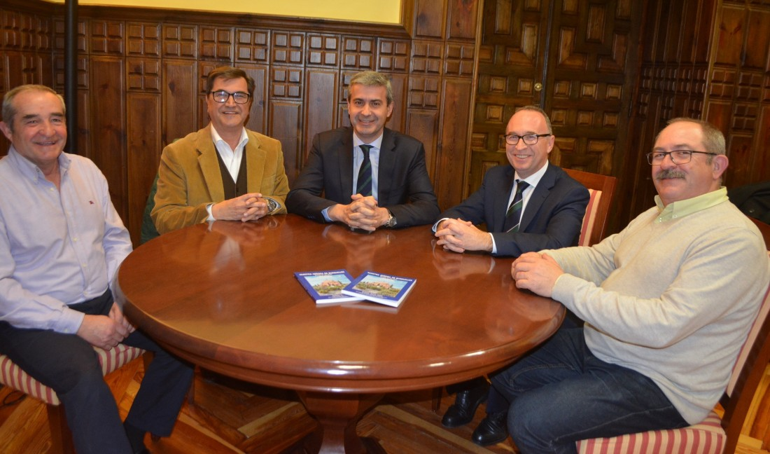 Álvaro Gutiérrez con la Asociación de Amigos del Patromonio Histórico y Cultural de Burguillos