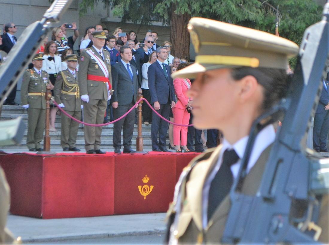 Álvaro Gutiérrez en el acto de jura de bandera civil celebrado hoy en Toledo