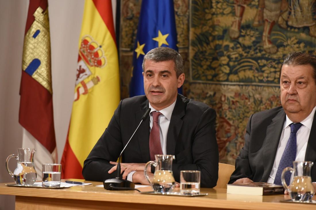 Autoridades en la presentación del libro de Francisco Javier Pasamontes