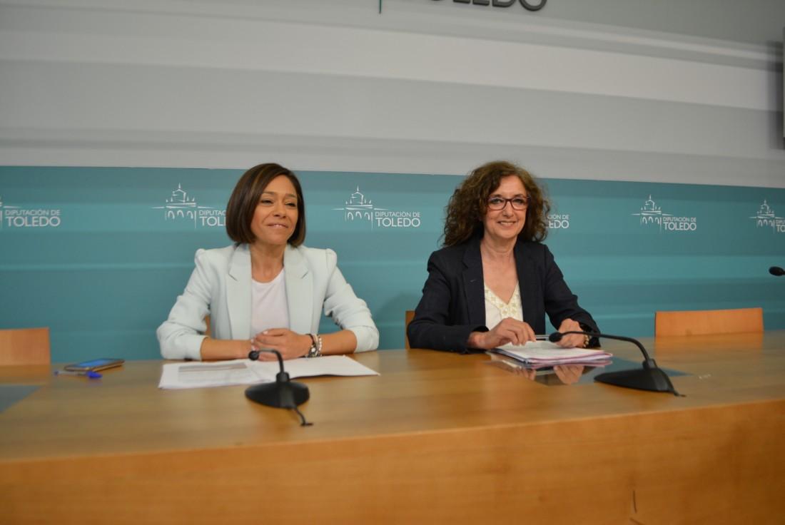 Ana Gómez y Charo Navas con las agentes de igualdad del programa 2018