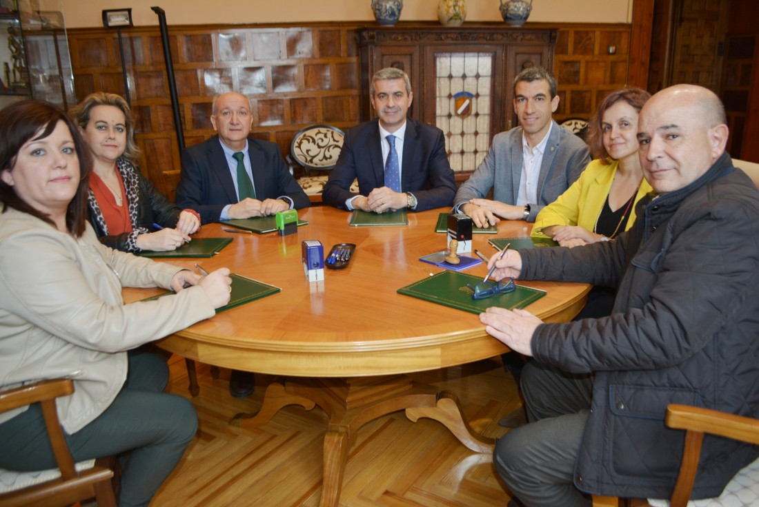 Álvaro Gutérrez con los presidentes de los Grupos de Acción Local de la provincia de Toledo