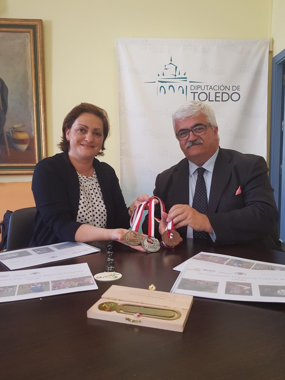 Mª Ángeles García y Eloy José Molina, presidente de FECAM