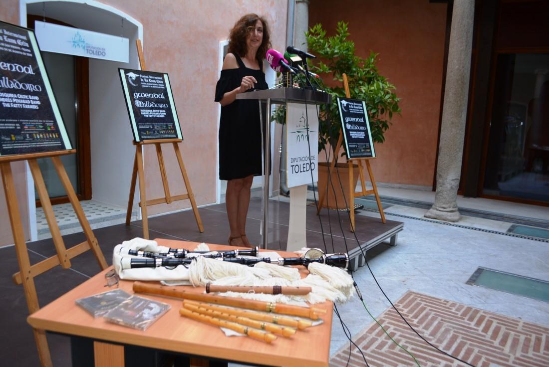 Ana Gómez con el promotor del festival y el alcalde de El Real de San Vicente