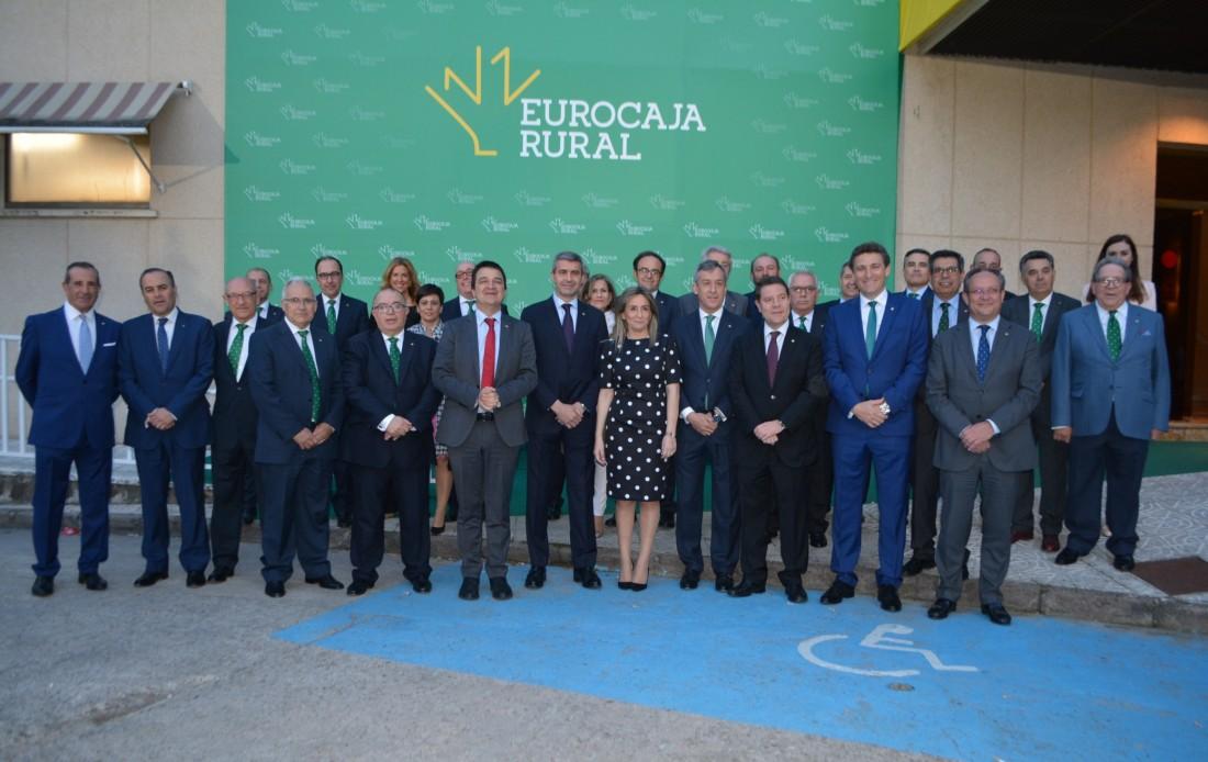 Foto previa ala cena de hermandad de Eurocaja Rural